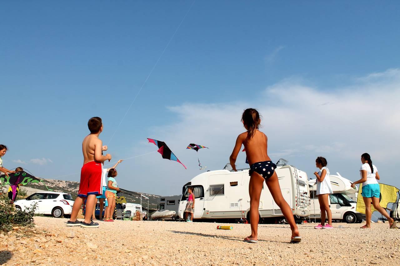 Foto Divertenti Bambini Al Mare 5 divertenti giochi da campeggio per i bambini - Šimuni